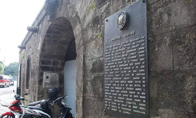 Pintong Postigo marker at the Postigo Gate in Intramuros, Manila.