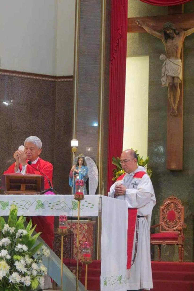 Bishop Broderick Pabillo and Father Jose Antonio Aureada, OP, concelebrating the Thanksgiving Mass for Blessed Justo Takayama Ukon.