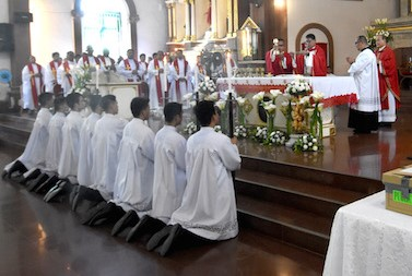 Bishop Severo Caermare of Dipolog holds Mass after closing rites for the diocesan investigation into the cause of the martyrdom of 17th Italian Jesuit missionary, Father Francesco Plliola, who served indigenous people in the Philippines. (Photo by Angie de Silva)
