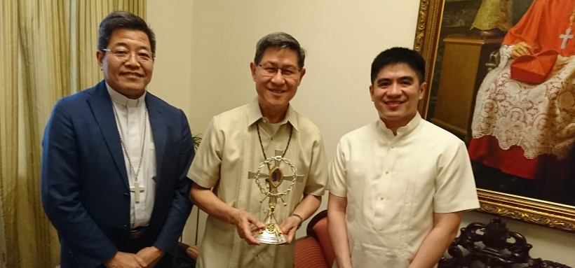 "At the Arzobispado de Manila: Kyoto Bishop Otsuka, Cardinal Tagle (holding Takayama relic) and Fr. Reginald ""Regie"" Malicdem, Rector of the Manila Cathedral"